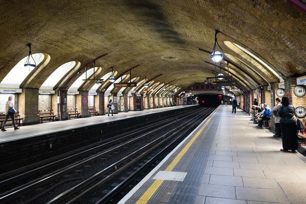 Baker Street platforms dating from 1863
