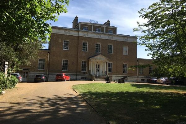 V22 Manor House Library