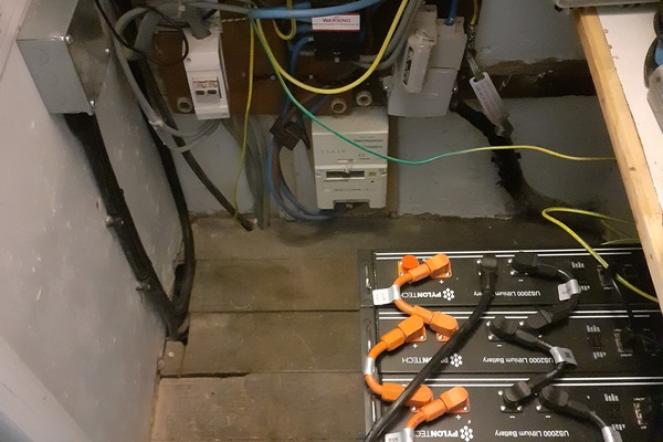 Pylontech 9.4 kw batteries in electricity cupboard