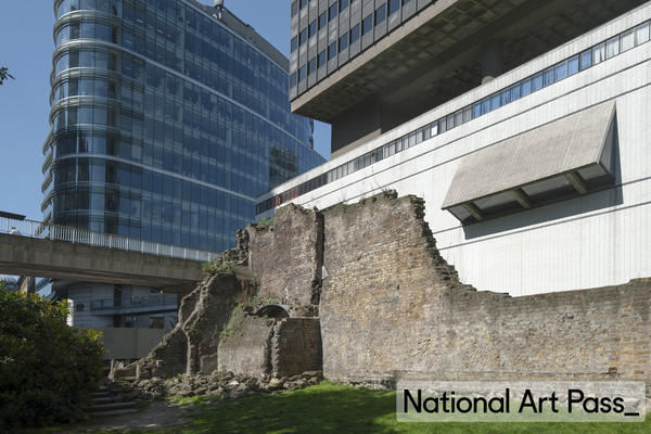 Museum of London with Roman wall