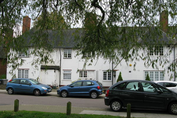 Cottage Flats in Roe Lane