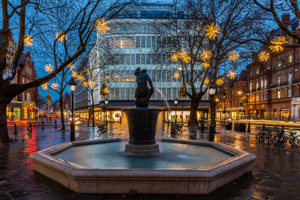 View of Peter Jones at Night from Sloane Square