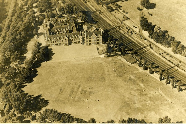 Early aerial view of Emanuel School