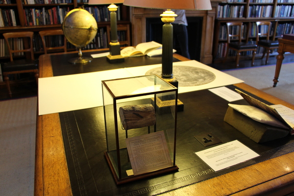 Maps, globes and artefacts in the library