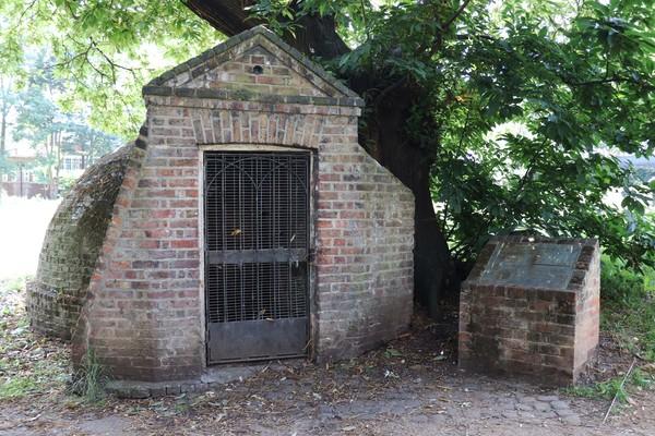 Ice House (18th Century), Woodlands Park