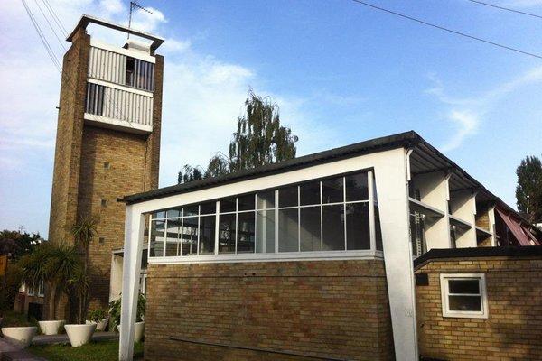 Greenside Primary School street view
