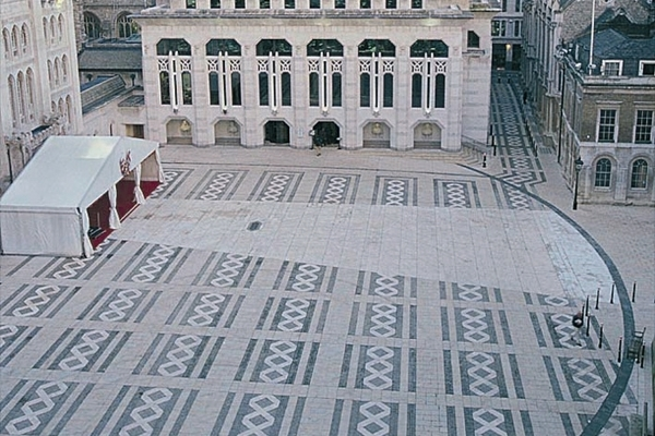The black line marks the location of London's Roman Amphitheatre under Guildhall Yard