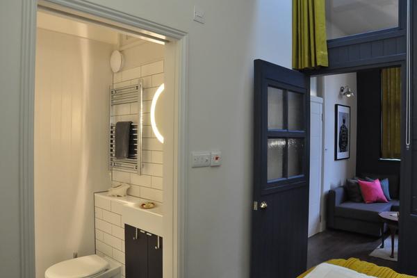 Bedroom ensuite & lounge