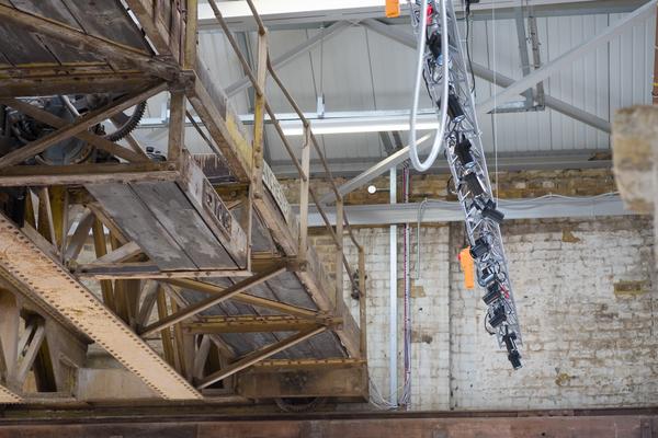 Lighting rig and crane
