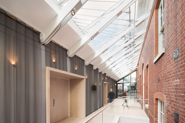 The new glazed lobby to the Recital Hall enhances the Academy's circulation routes, creating a visual and physical link between the old and new buildings
