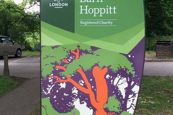 Barn Hoppitt Epping Forest 'gateway' sign with illustration by Walter Spradbery