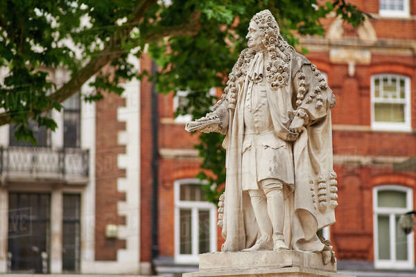 Sir Hans Sloane statue