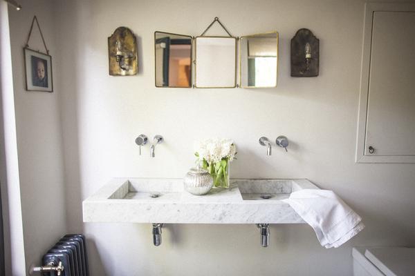 Bathroom sink detail