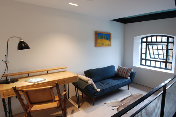 The new lower mezzanine provides useful extra floor space for home working