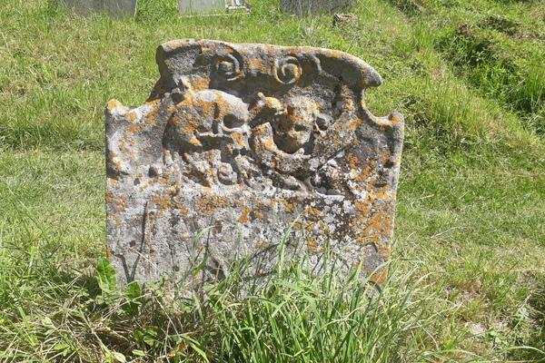 Memento Mori, Churchyard