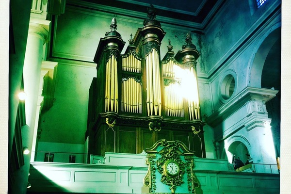 St Leonard's Shoreditch, west end gallery featuring Bridge organ, similar to one at St Botolph Aldgate