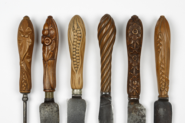 A selection of George Wing bread knives