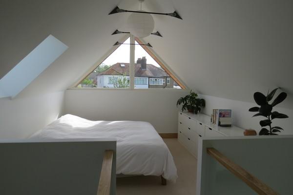 One bed - main bedroom